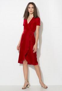 Червени дълги рокли